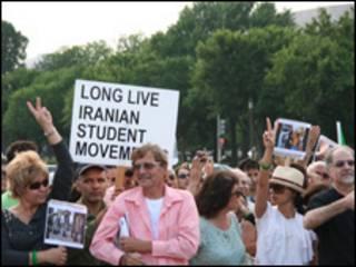 تجمع ایرانی های واشنگتن برای یادبود هجدهم تیر