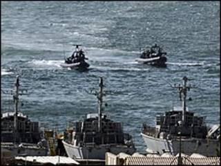 قاربان مطاطيان للبحرية الإسرائيلية في أشدود