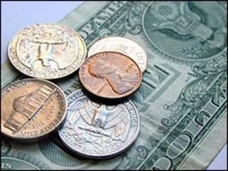 Monedas y billete de dólar estadounidense (US$)