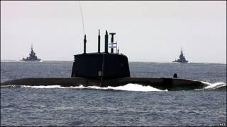 Submarino israelí maniobra en el Mar Mediterraneo. Foto de archivo.