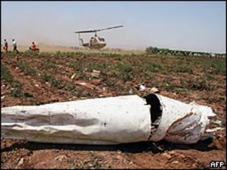 Pedaço da cauda do Tupolev da Caspian Airlines, caído em um campo no Irã