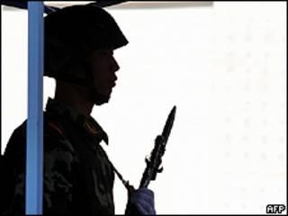 Policía chino en Urumqi