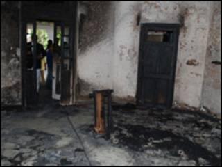 घर पर लगाई गई आग
