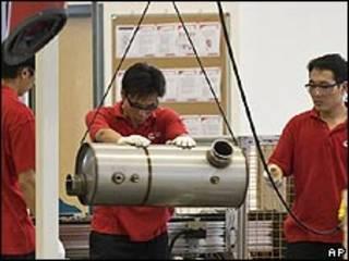 Trabajadores en fábrica en China