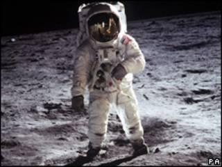 Foto divulgada pela Nasa mostra o astronauta Buzz Aldrin na Lua, como parte da missão Apollo 11 (PA)