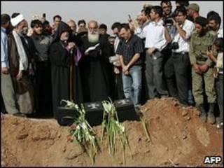 مراسم سوگواری در محل سقوط هواپیمای شرکت کاسپین