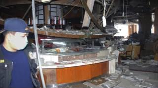 Tiệm cà phê của KS Ritz Carlton bị hư hại sau vụ nổ