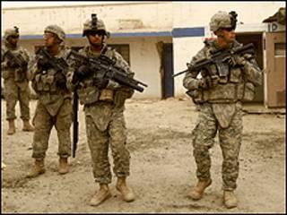 """قال الجيش إن الجنود قتلوا """"بنيران غير مباشرة"""" ليل الخميس"""