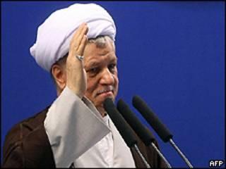 Rafsanjani durante as orações desta sexta-feira