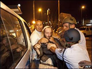 Manifestante é preso durante protesto em Jerusalém