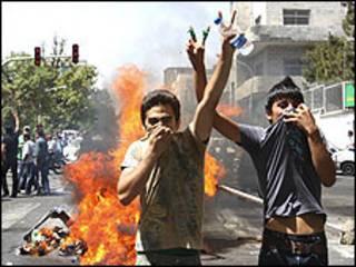 معترضان جوان به نتایج انتخابات - عکس آرشیوی