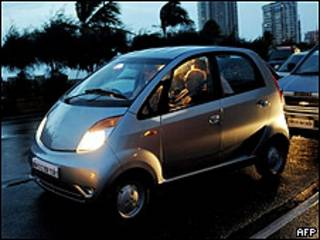 El Tata Nano en las calles de Bombay