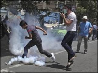 Cảnh sát bắn hơi cay dẹp sinh viên biểu tình ngày 17 tháng Bảy