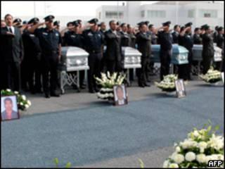 Funeral de agentes asesinados