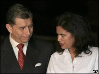 Carlos López e Roxie Moncada