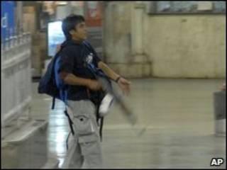 Tay súng Mumbai, được xác định là Mohammad Ajmal Amir Qasab