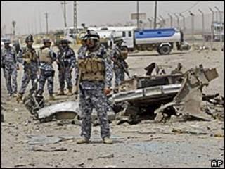 قوات عراقية في موقع انفجار بالدورة