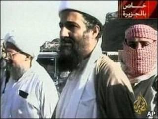 Osama Bin Laden e Ayman Al-Zawahiri (esq.) em 2001 (arquivo)