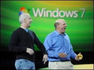 الرئيس التفنيذي لمايكروسوفت ستيف بالمر والرئيس ستيفين سينوفيسكي