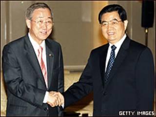 Ban Ki-Moon (à esq.) e Hu Jintao