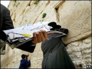 Judeus rezam no Muro das Lamentações, em Jerusalém (AP, arquivo)
