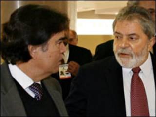 O ministro da Saúde, José Gomes Temporão, e o presidente Luiz Inácio Lula da Silva durante a Cúpula do Mercosul, em Assunção (Foto: Ricardo Stuckert / PR)