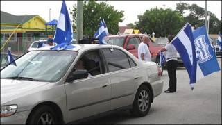 Manifestación en Miami en favor de Micheletti y en contra de Zelaya.
