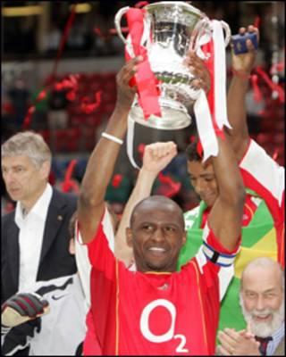 Trong chín năm ở Arsenal Vieira giành được ba cup ngoại hạng và bốn cup FA