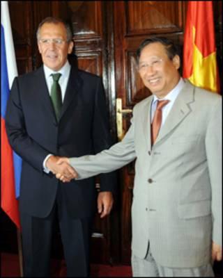Ngoại trưởng Nga Sergei Lavrov và ngoại trưởng Việt Nam Phạm Gia Khiêm