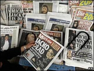 Michael Jackson en la portada de varios periódicos