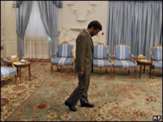 O presidente do Irã, Mahmoud Ahmadinejad, no Palácio Presidencial em Teerã (AP, 11/7)