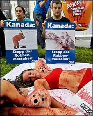 Campaña de PETA contra la matanza de focas en Canadá.