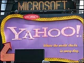 Letreiros com Microsoft e Yahoo