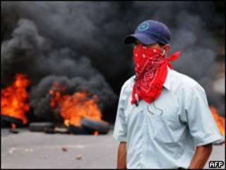 Simpatizante de Zelaya durante protesto em Tegucigalpa