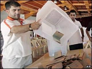 فرز أصوات الناخبين في السليمانية