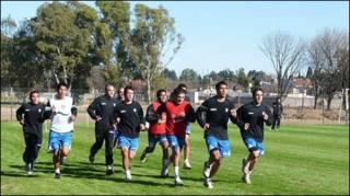 Futbolistas argentinos entrenando
