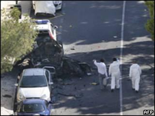 Restos del coche bomba en Calviá.