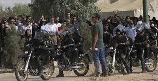 عصر روز پنجشنبه هزاران نفر از عزاداران سر مزار ندا آقا سلطان رفتند که در مواردی با برخورد پلیس مواجه شدند