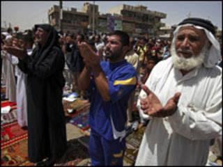نمازگزاران در بغداد