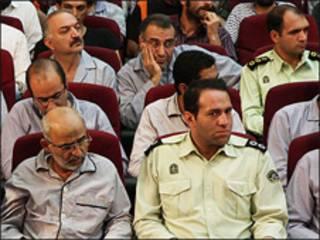 محسن میردامادی در دادگاه، ردیف جلو سمت چپ