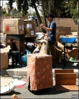 Las pertenencias de los desalojados quedaron en la calle