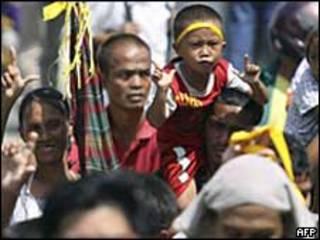 Dolientes en las calles de Manila