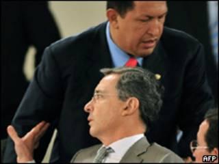 Los presidentes de Venezuela, Hugo Chávez, y de Colombia, Álvaro Uribe