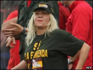 Foto tirada em fevereiro de 2009 mostra a ativista Lina Ron em evento de apoio a Chávez (AFP)