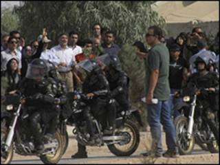 تجمع هشتم مرداد در بهشت زهرا و حضور پلیس