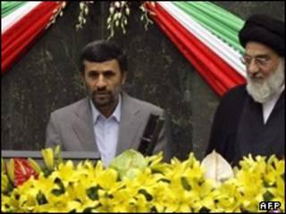 محمود احمدی نژاد در مراسم تحلیف کنار رئیس قوه قضاییه