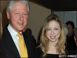 O ex-presidente americano, Bill Clinton, e sua filha Chelsea (Getty Images, 15 de julho)