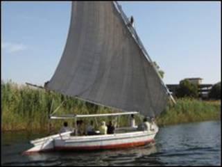 قارب في النيل