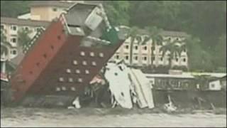 Khách sạn ở Đài Loan bị sụp vì bão