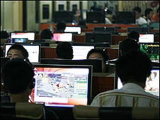 Usuários de cybercafé na China (arquivo)